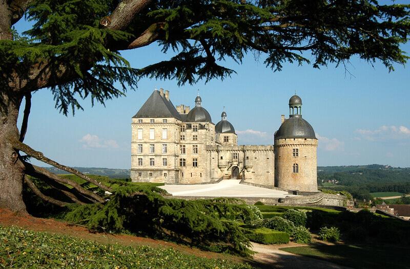 chateau hautefort dordogne tourtoirac