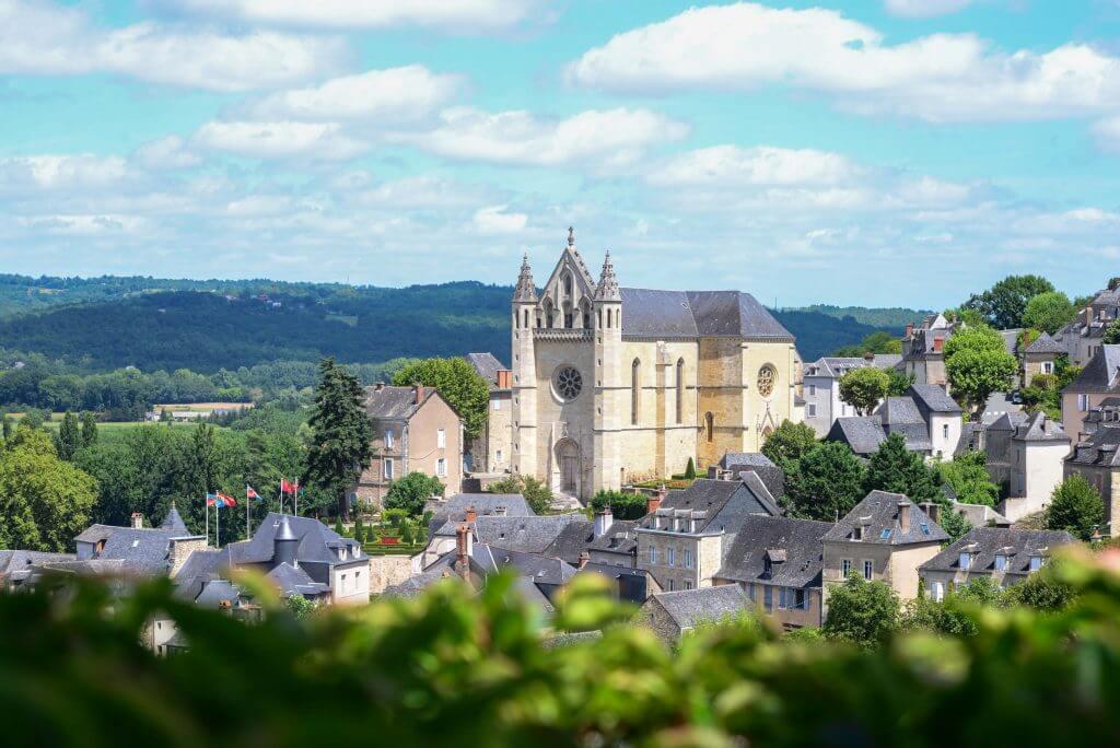 Uitzicht op de oude stad van Terrasson-Lavilledieu